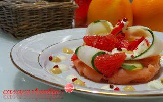 Salmone affumicato cetriolo e pompelmo rosa