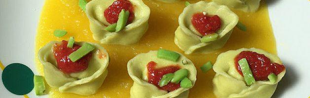 Tortelloni alle fave ripieni di cernia, su vellutata di patate alla curcuma e pomodoro all'aglio – Oggi cucina…Emanuele