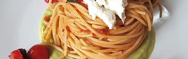 Spaghetti integrali datterino, bufala ed avocado – Oggi cucina…Samanta