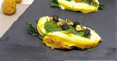 Caciotta piastrata su letto di spinaci con pesto di rucola