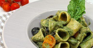 Rigatoni di Timilia spinaci e ricotta con olive